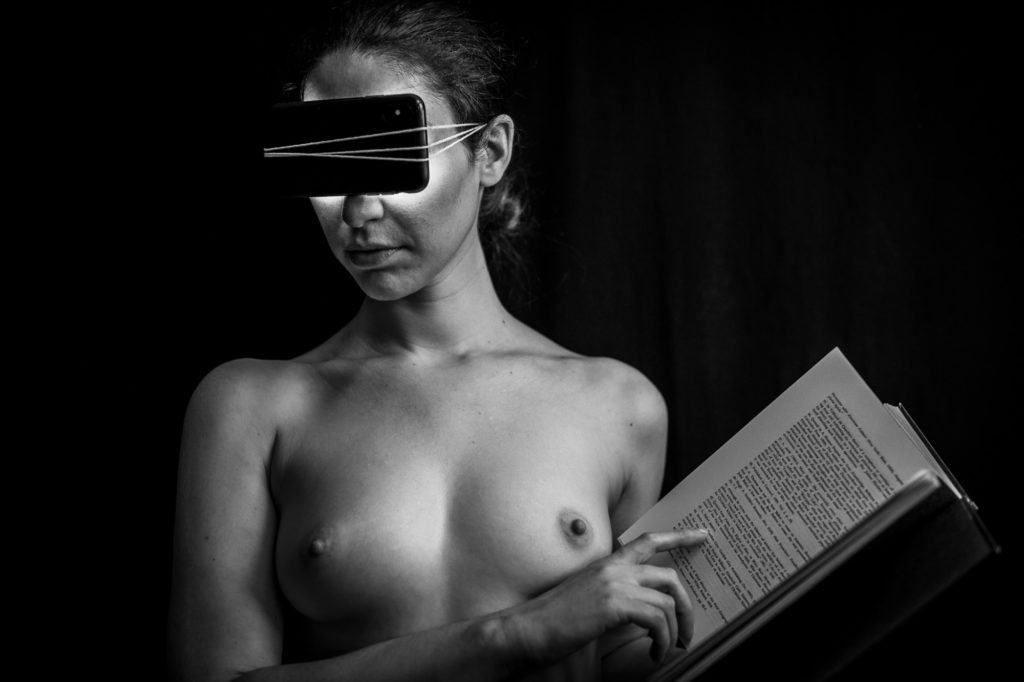 create art with nude models in a studio workshop